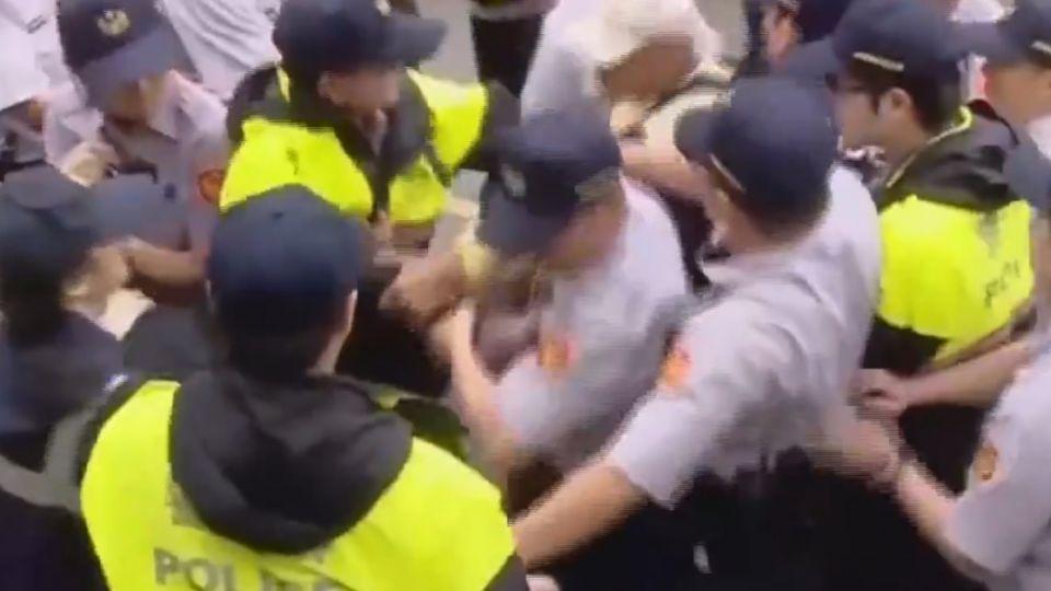 拆除溪頭釘子戶 住戶與警爆發推擠衝突