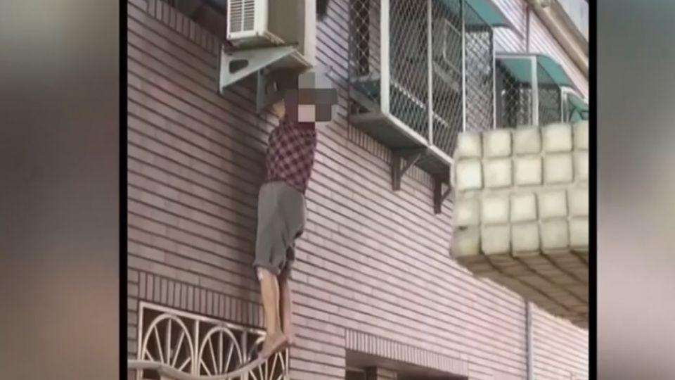 險!老婦吊掛11樓窗台 疑想開門卻「開錯門」