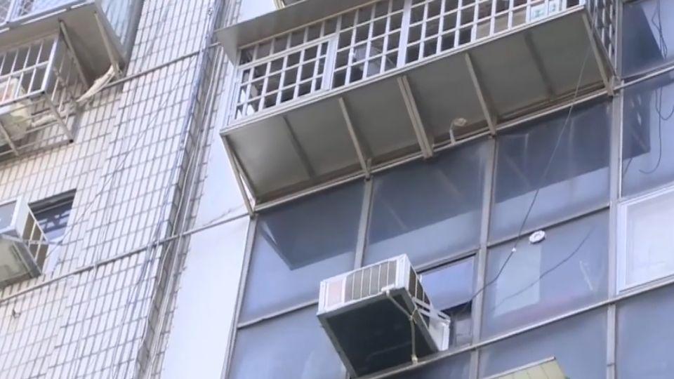 不租給錢!情侶約看凶宅大樓 遭房東反鎖