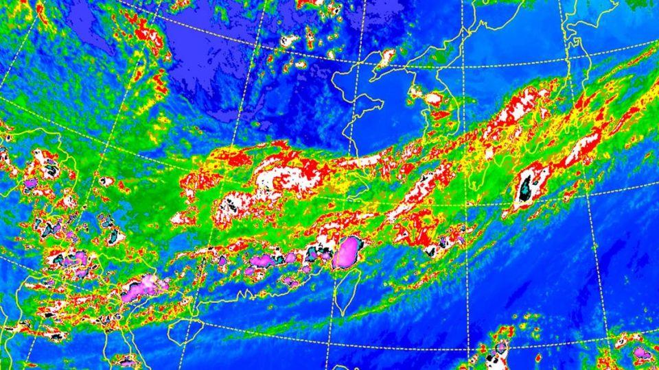 天氣炎熱高溫破36度 「這天起」全台防午後雷陣雨