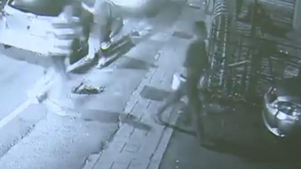 彈殼呢?車廠遭開槍 警竟「撿走」彈殼疑滅證