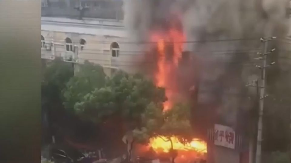 龍蝦館疑似瓦斯外洩爆炸 路過男慘遭炸傷