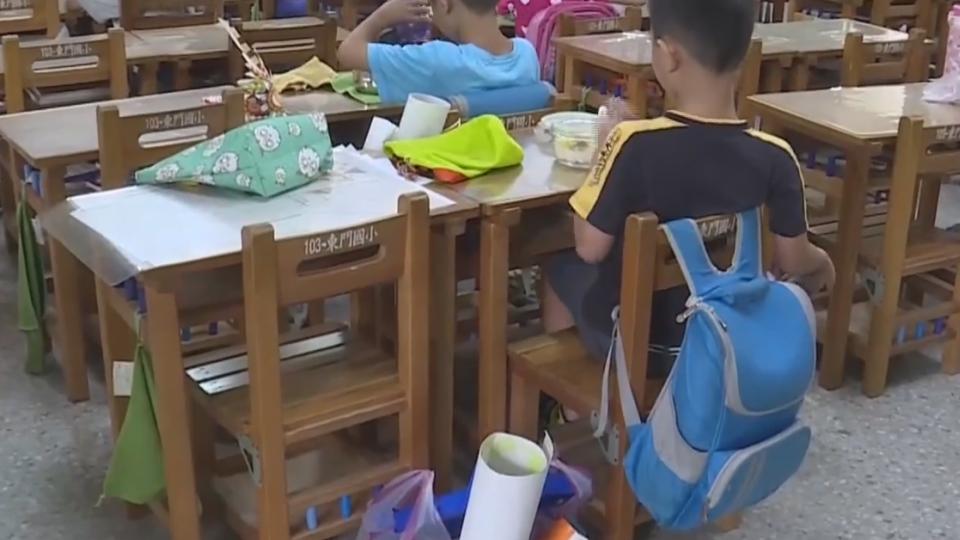 學生桌墊含塑毒? 遭要求校園禁用