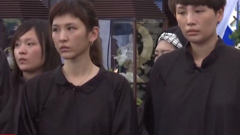 魏如萱、魏如昀父公祭 警監控兩千黑衣人