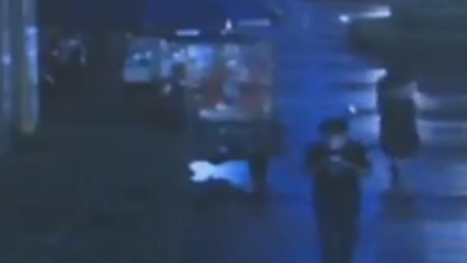夫妻吵架11樓扔刀 插中行人腦勺應聲倒地