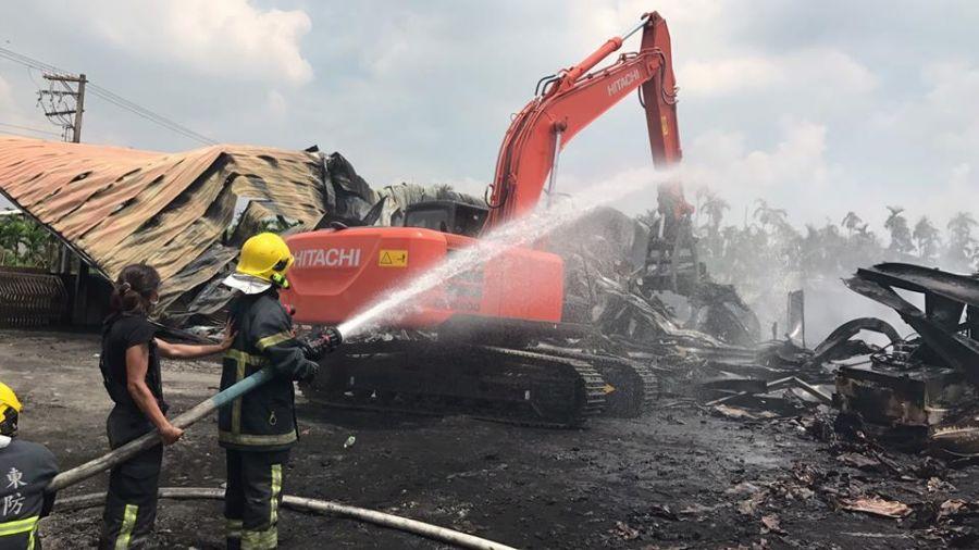 車都熔化!萬丹連燒29小時 消防員「火不滅不返隊」累癱