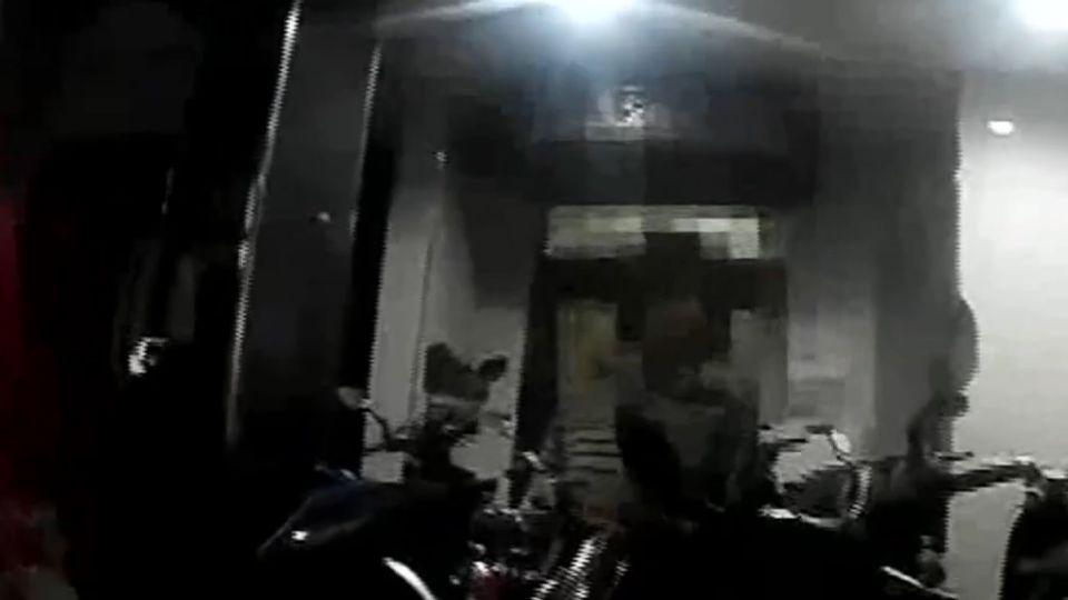 匪持刀家門前等 夜歸女「刀抵脖子」遭搶劫