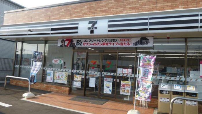 日本限定版!橘紅綠招牌變黑白 「暗黑小7」由來超有心