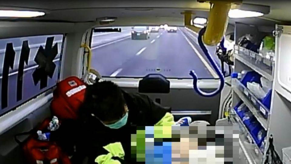 腿腰擦傷!消防員稱「詳細檢查」 強脫少女內褲驗傷