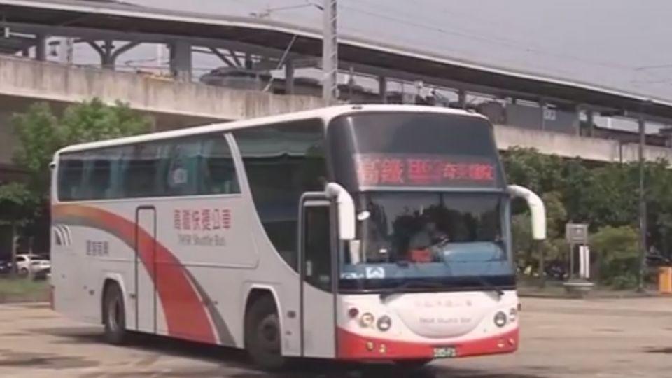 擋車道遭按喇叭 遊覽車司機不滿怒嗆公車司機