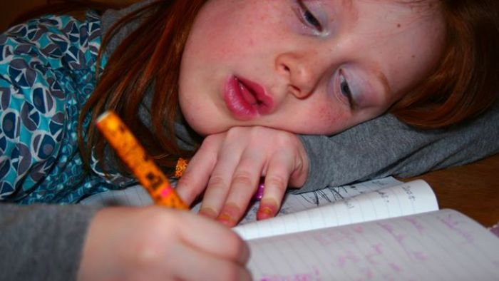 誠實的暑假作業!她用「3句成語」揭開媽媽真面目