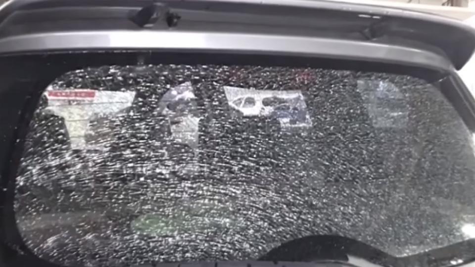雨中開車半小時!後車窗玻璃突裂 母女驚嚇
