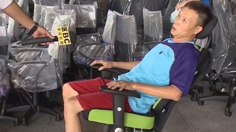 人體工學椅害摔癱?業者自清:他坐姿問題
