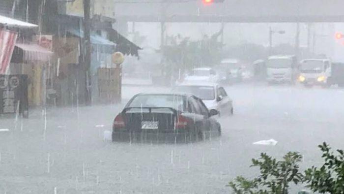 【不斷更新】才剛開始…尼莎暴雨轟炸!屏東2萬戶停電、水淹過膝灌民宅