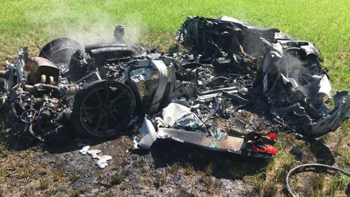 GG!790萬法拉利跑車入手1小時 失控打滑整輛燒毀
