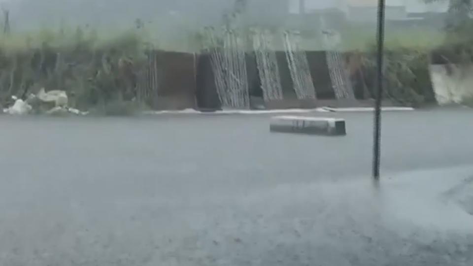 水淹嘉義東石、布袋!整條街泥濘 加油站泡水