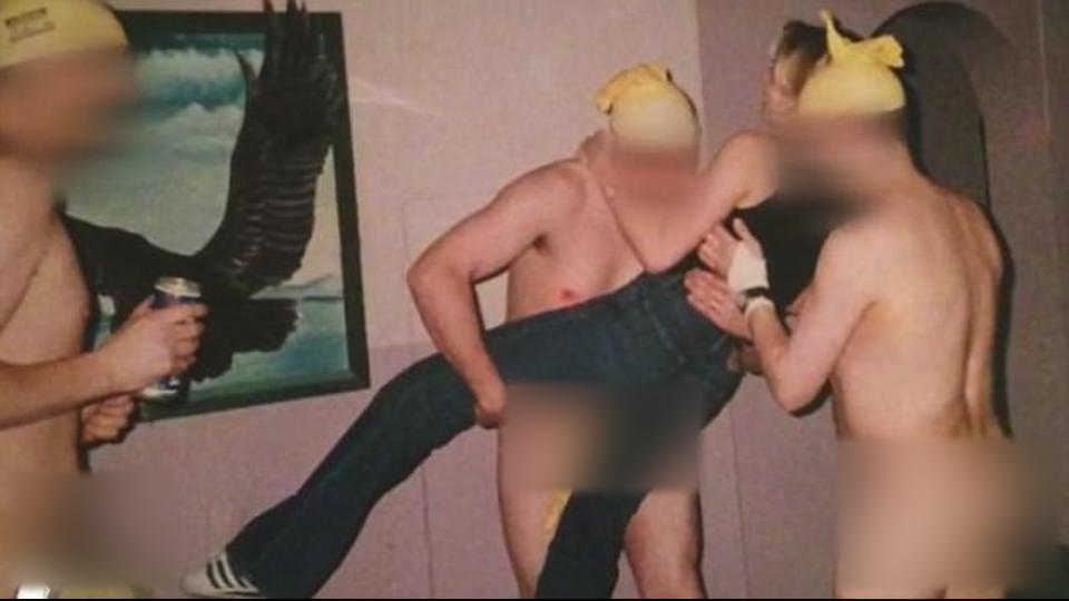 扯!英退役女空軍驚爆 男兵集體全裸「鹹濕遊戲」迎新