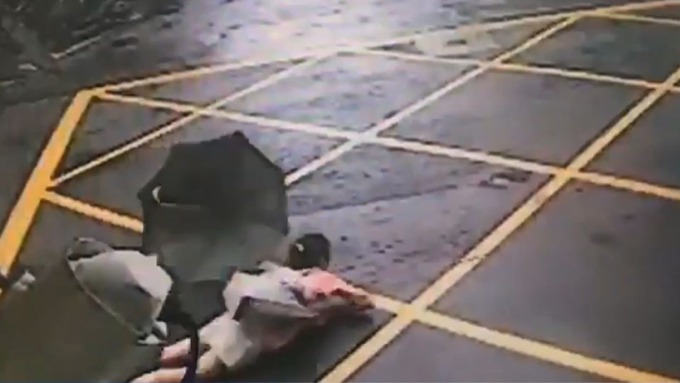 驚悚!貨車繩索掉落 勾婦拖行30米皮開肉綻