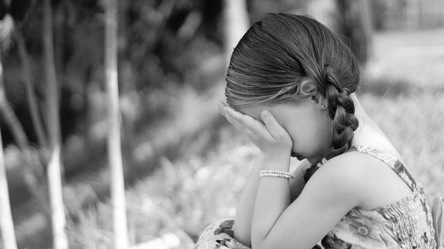 「感覺毛毛、軟熱的…」6歲女童揭乾爹猥褻 保密裸睡看片