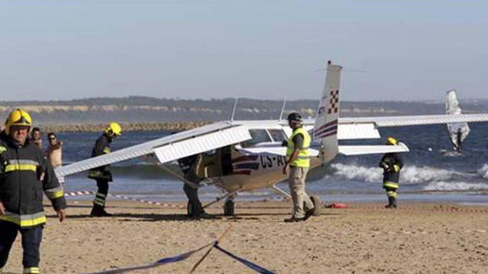 恐怖!海灘曬日光浴 8歲童與中年男遭飛機活活撞死