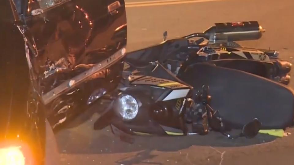 雙黃線迴轉釀4車追撞!肇事者疑遭辣椒水攻擊