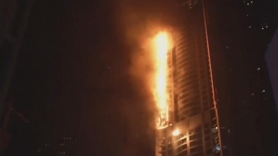杜拜「火炬塔」竄烈焰 警:住戶皆撤離無傷亡