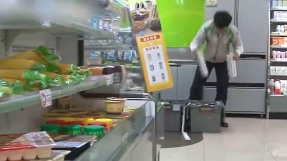 「佛心老闆」25K徵超商大夜 「6項扣薪條件」 網氣炸