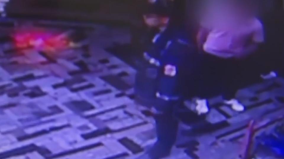 兩名醉漢動手打落帽 與警扭打遭制伏