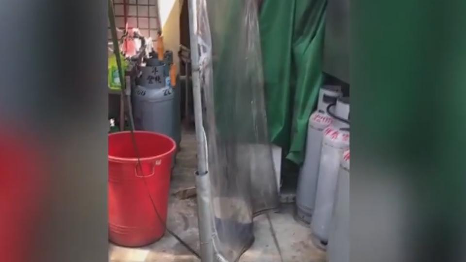 瓦斯桶、冰箱堆電箱旁! 民眾檢舉「爆炸誰負責?!」