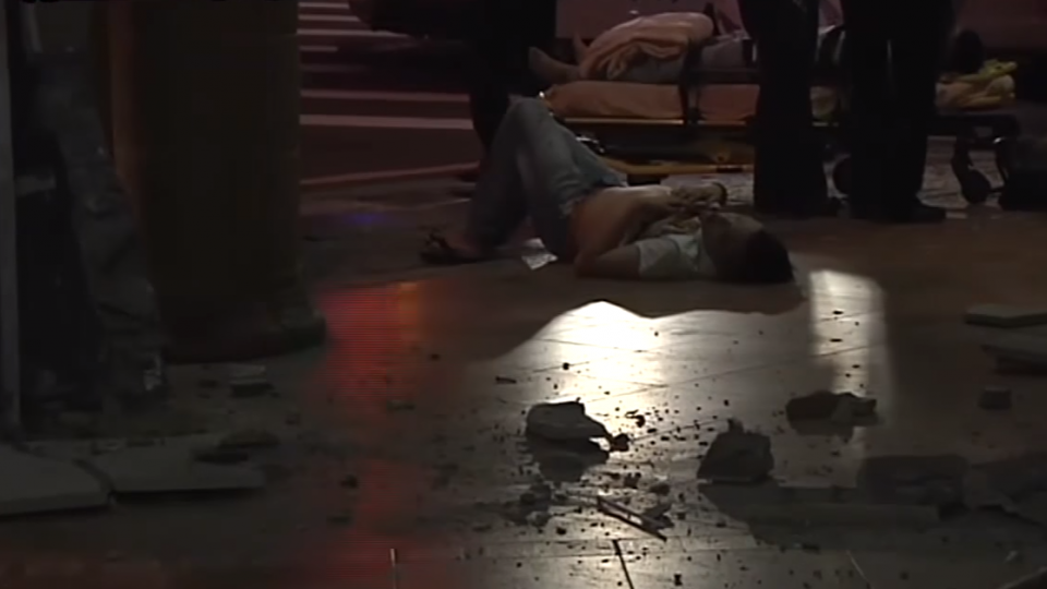 酒駕失控撞太陽餅店前梁柱 車毀2送醫
