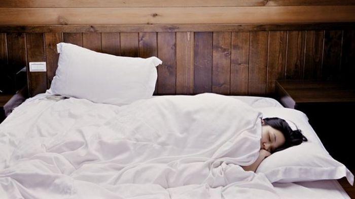家裡也限電?老婆怕冷關冷氣 他渾身濕透怒:要分床睡?