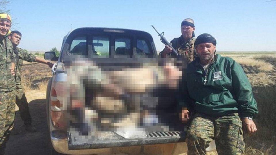受不了IS暴行…英軍「食人魔」生吃聖戰士內臟、豪飲屍血