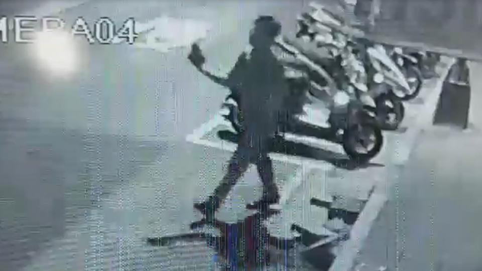 碰!失業男預藏磚頭 五股鬧區隨機砸車