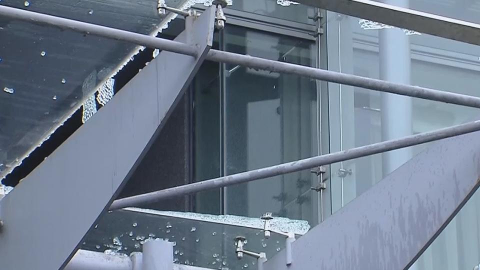 買屋注意 膠合玻璃帷幕、有「膜」防傷人