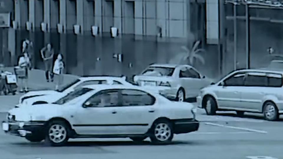 倒楣! 債務糾紛追車3車撞 波及小黃險撞警局