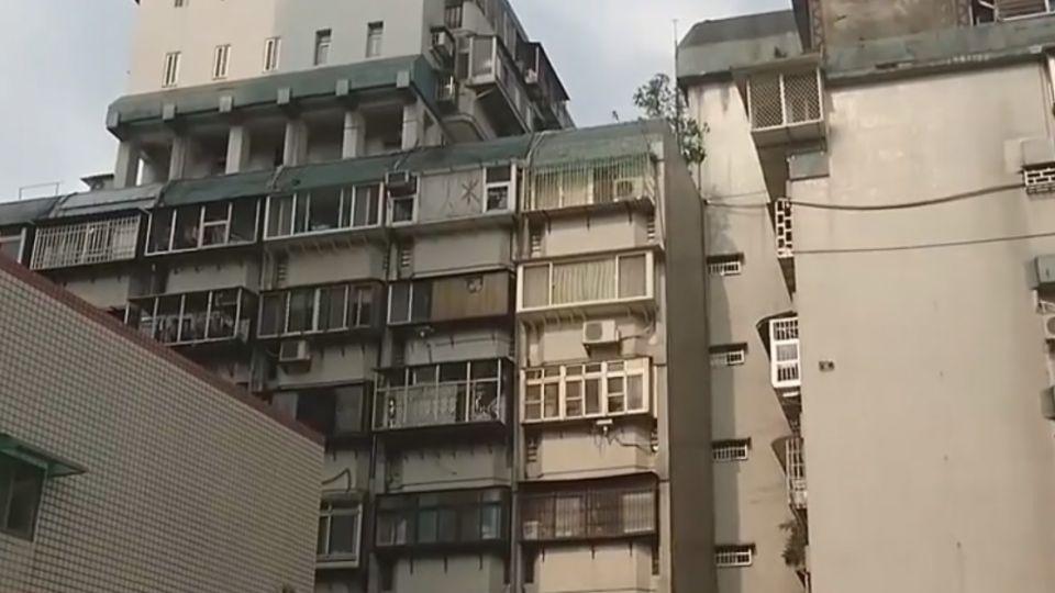 頂樓加蓋「三層樓」! 稱「瞭望台」非違建 住戶批扯