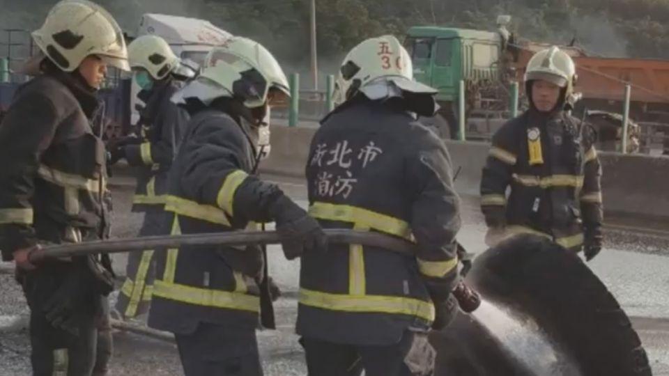 快速道路有「大火球」 砂石車疑漏油火燒車