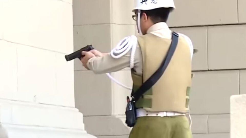 總統府遭闖 「憲兵用槍時機」掀論戰