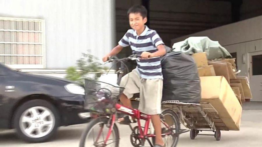 【更新】嬤罹癌父近盲!12歲童烈陽下做回收…籌學費