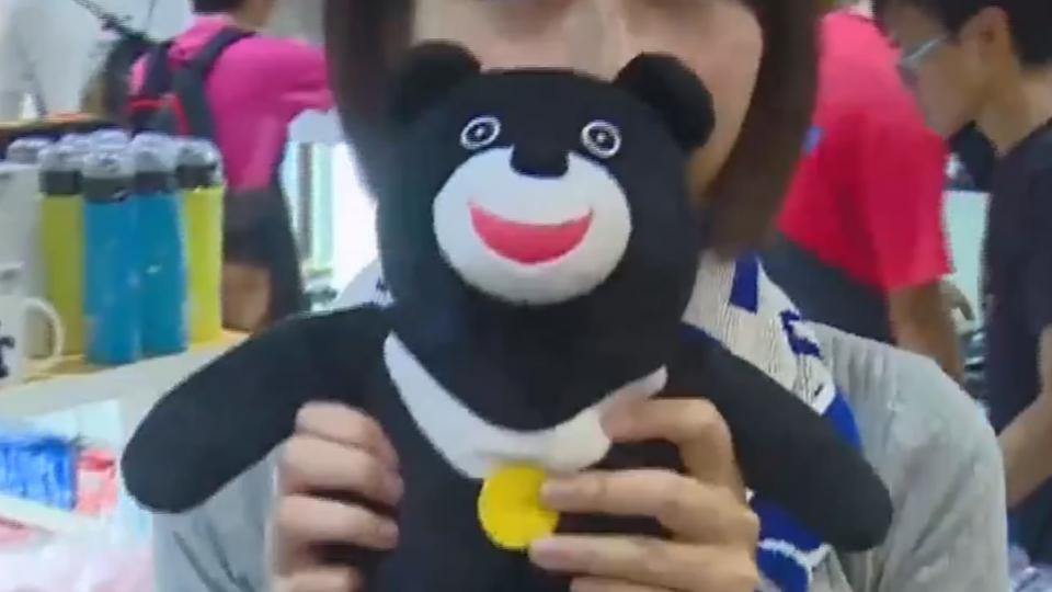 毛巾、熊讚娃狂賣! 世大運紀念品銷量狂