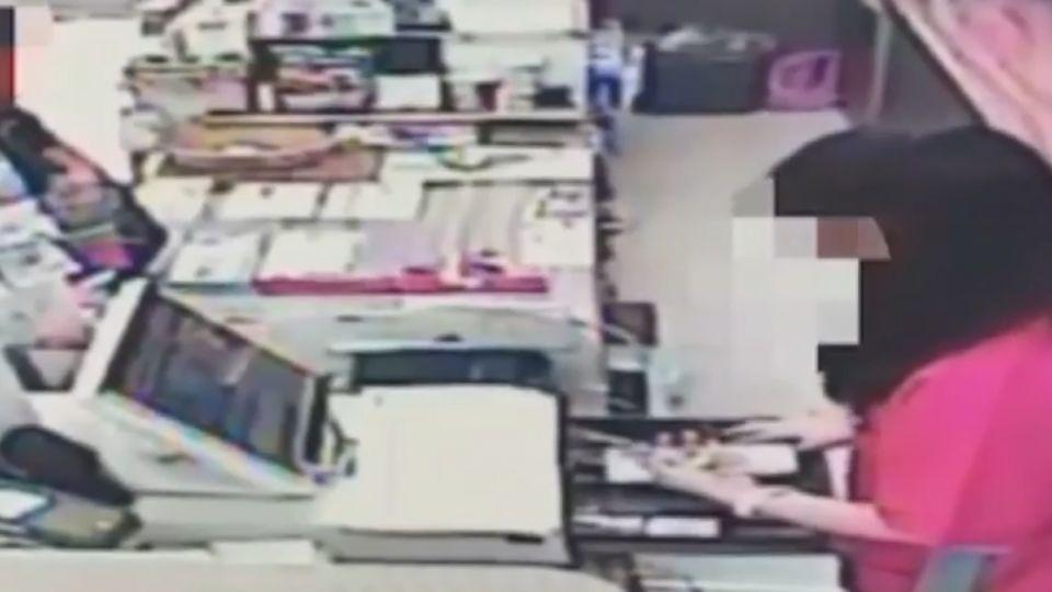 持玩具槍搶超商 遇「最強女店員」秒奪嚇退