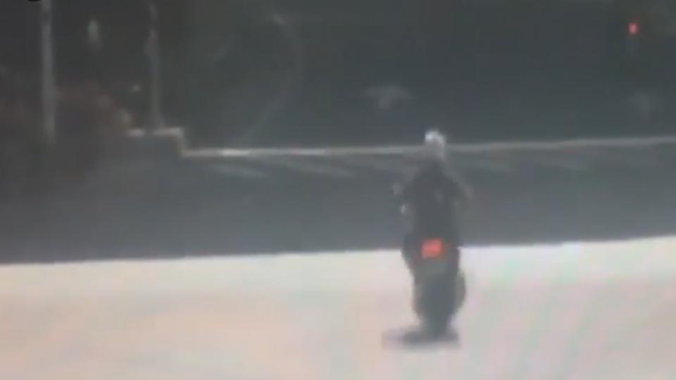 砂石車撞機車 騎士遭拖行20公尺喪命