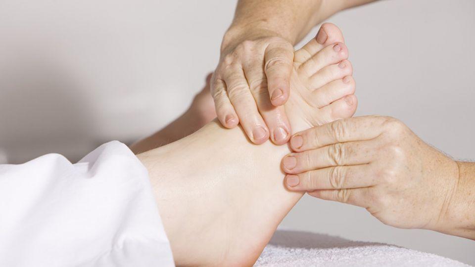 久站導致腳跟、腳底痛?專家「圖解5招」教你對付!