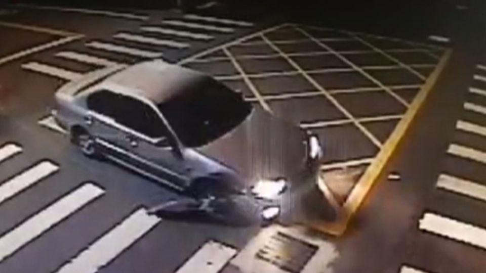 狂!阿伯連撞3車肇逃…剩輪胎框狂奔「5公里」再撞3車