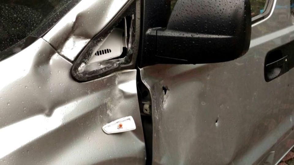燕子口落石砸中休旅車 駕駛驚險逃一劫