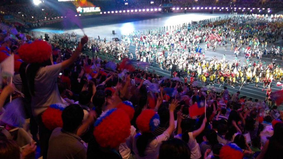 國外記者拍世大運閉幕 「一張照、一句話」道出台灣困境