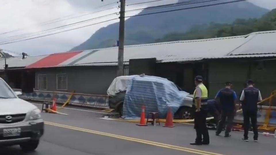 休旅車起火撞護欄釀一死 目擊民眾:想救來不及