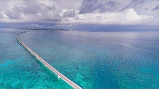 沖繩美景收眼底!男大橋邊求婚成功…下一秒他失足墜27公尺