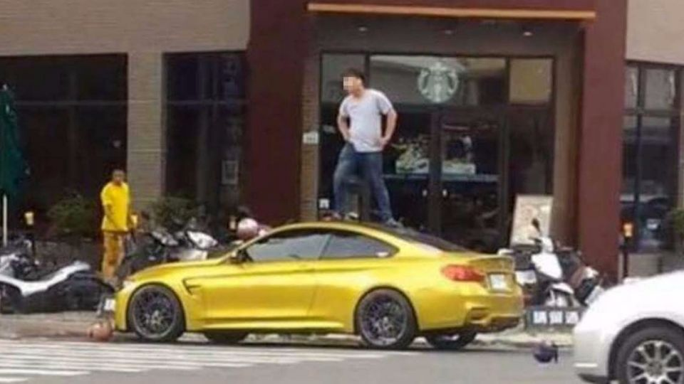 暴走男子「飛踹」500萬BMW跑車 車主氣瘋:告定了!