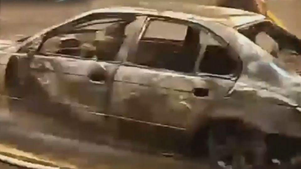 借車夜衝花蓮  雪隧內爆胎火燒車 4人驚逃